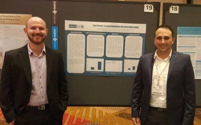 Le Dr Shady Hassan, à droite, et Daniel Aronovich de Healthymize à la conférence BPCO de Chicago, en juillet 2017. (Crédit : autorisation)