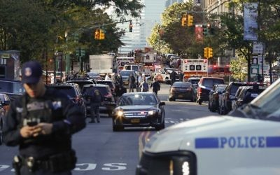Les agents de la NYPD à Manhattan le 31 octobre 2017 à New York après une attaque terroriste. (Crédit : Kena Betancur / Getty Images / AFP)