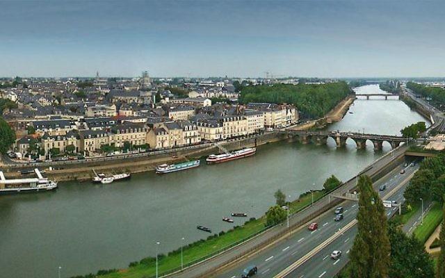 Les voies sur berges et le pont de Verdun à Angers. Illustration. (Crédit : Tango7174/GFDL/WikiCommons)
