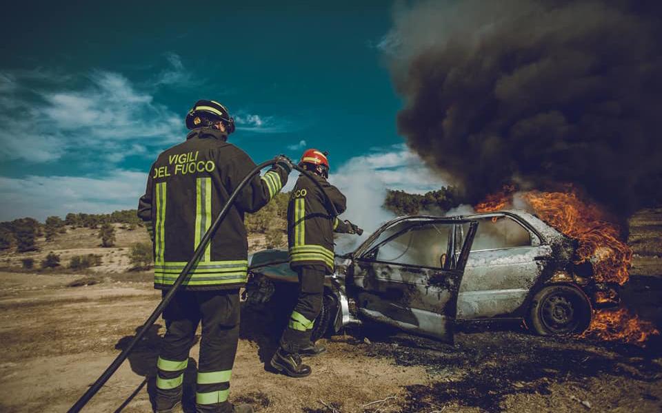 Pompiers italiens pendant un exercice international de préparation aux catastrophes naturelles dans le centre d'Israël, le 24 octobre 2017. (Crédit : pompiers d'Israël)