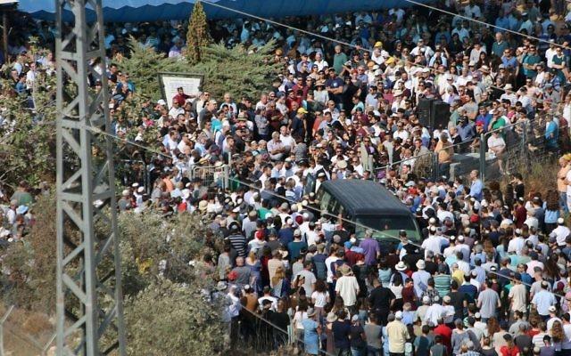Les funérailles de Reuven Schmerling dans l'implantation d'Elkana, en Cisjordanie, le 6 octobre 2017. (Crédit : Dani Sitron)