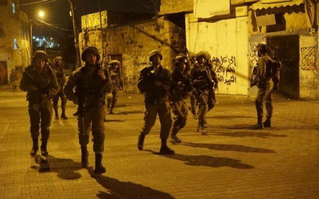 Opération de l'armée israélienne en Cisjordanie, le 28 septembre 2017. (Crédit : armée israélienne)