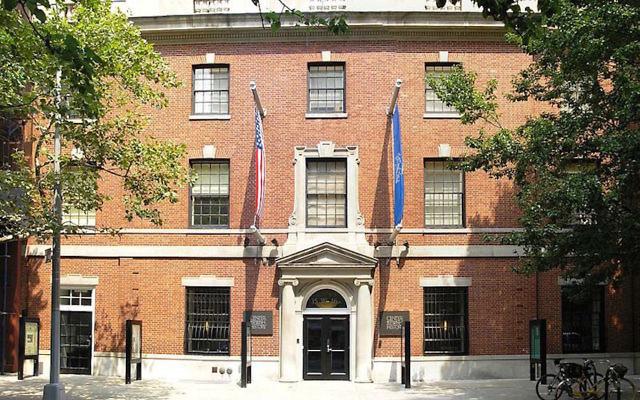 L'AJHS (American Jewish Historical Society) se situe dans un immeuble de Manhattan qui accueille quatre autres associations juives (Crédit :  Wikimedia Commons/JTA)