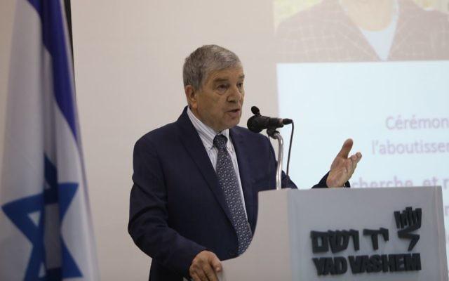 Avner Shalev, président de Yad Vashem le 26 octobre 2017 de la cérémonie célébrant l'achèvement de la collecte du nom des victimes de la Shoah en Hongrie. (Autorisation : Noam Revkin Fenton / Yad Vashem)