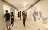 Exposition des étudiants de l'école des Beaux-arts Bezalel, à Jérusalem, en juillet 2016. (Crédit : Bezalel via JTA)