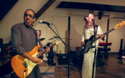 """""""Saudi Girls will drive"""", interprété par le groupe saoudien de Jeddah 'One of us' (Capture d'écran : Youtube)"""