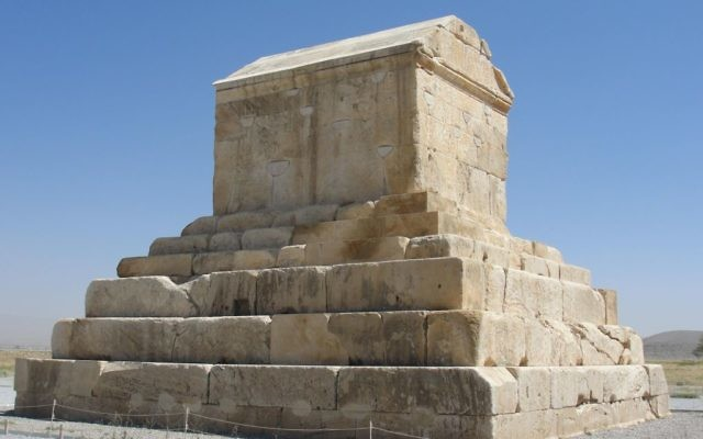 La tombe de Cyrus le Grand, en Iran. (Crédit : Wikimédia/ CC BY-SA 3.0)