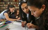 Illustration de lycéens se préparant pour l'examen d'immatriculation civique, en avril 2007 (Crédit :Michal Fattal/Flash90.)