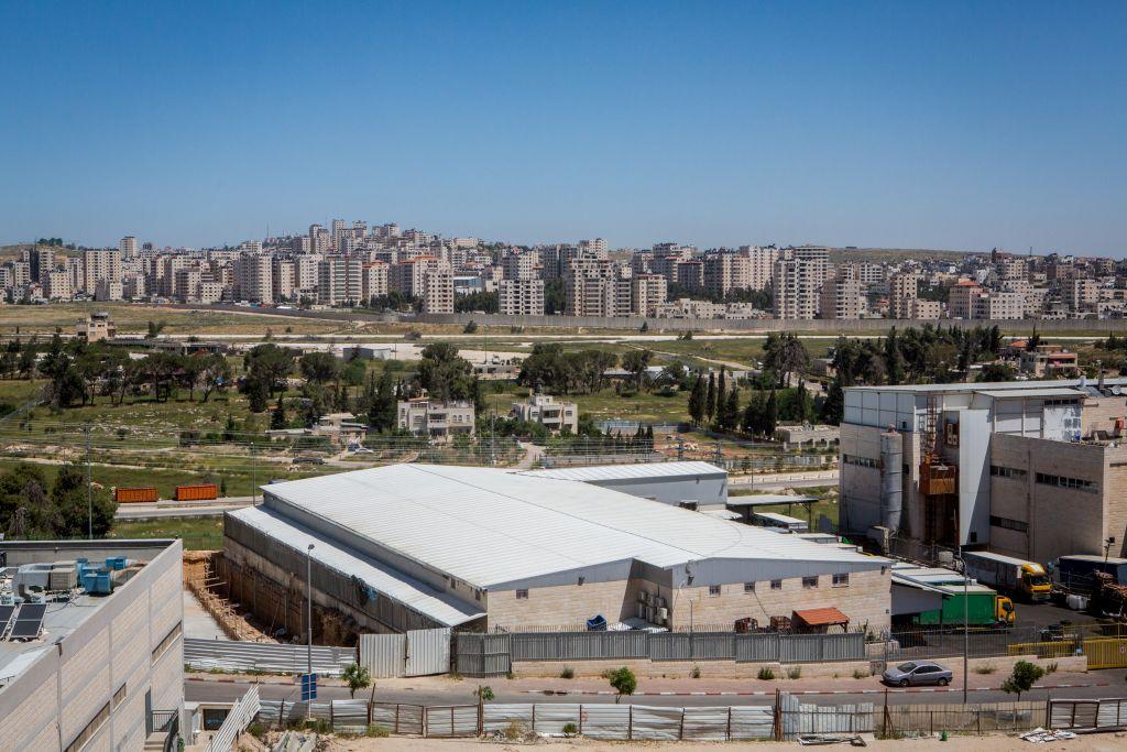 La zone industrielle d'Atarot, devant le quartier Kafr Aqab de Ramallah.Illustration. (Crédit : Miriam Alster/Flash90)
