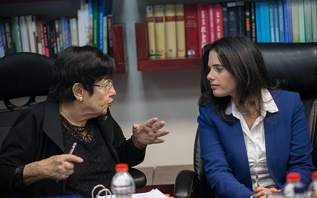 La ministre de la Justice Ayelet Shaked, à droite, avec la présidente de la Cour suprême, Miriam Naor, au ministère de la Justice à Jérusalem, le 22 février 2017 (Crédit : Yonatan Sindel / Flash 90)