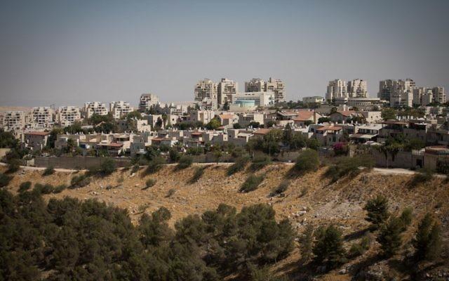 Vue des quartiers de Maale Adumim à proximité de Jérusalem, le 3 octobre 2017 (Crédit : Hadas Parush/Flash90)