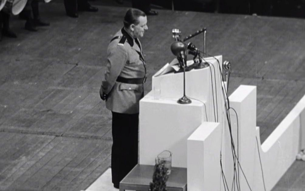 Capture d'écran d'une vidéo montrant le chef du mouvement German American Bund, Fritz Kuhn, lors du rassemblement à   Madison Square Garden au mois de février 1939. (Capture d'écran : YouTube/Field of Vision – A Night at the Garden)