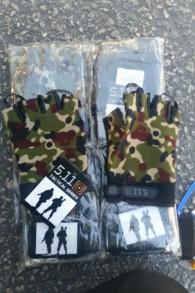 Des gants militaires saisis au poste-frontière de Kerem Shalom, avant leur entrée dans la bande de Gaza. Photographie diffusée le 23 octobre 2017. (Crédit : ministère de la Défense)