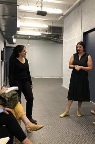Lee He Shulov (à gauche) et Rinat Edelstein, co-fondateurs et organisateurs du festival Manofim (Crédit : Jessica Steinberg/Times of Israel)