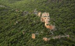 Une vue aérienne du château de Montfort , un site des Croisades, en Galilée occidentale dans le nord d'Israël (Crédit :  CC BY-SA, Wikimedia)