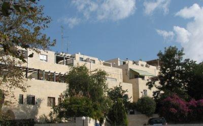 Le boulevard Shai Agnon à Givat Oranim (Crédit : CC BY Gilabrand, Wikipemedia commons)
