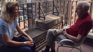 Pamela Sturhoofd (à gauche) interviewe les 'enfants de Truus' à New York (Autorisation : Pamela Sturhoofd)