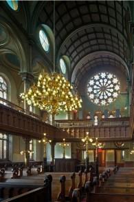 L'intérieur restauré de la synagogue de la rue Eldridge. (Crédit : Kate Milford)