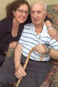 Arthur Adler aux côtés de sa fille Sheryl Abbey (Autorisation : Sheryl Abbey)