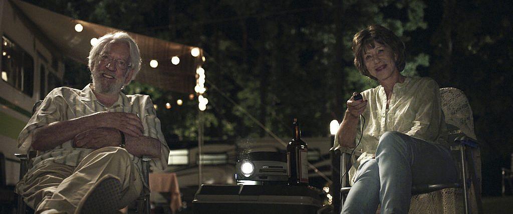"""Donald Sutherland et Helen Mirren dans 'l'Echappée belle"""" (Autorisation)"""