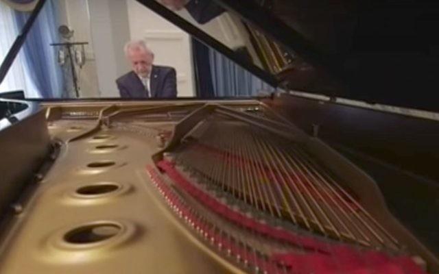 Mikhail Klein, pianiste juif de Russie. (Crédit : capture d'écran YouTube)