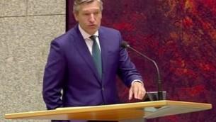 Le chef du parti de l'Appel chrétien démocrate Sybrand Buma devant le parlement des Pays-Bas (Capture d'écran : YouTube)