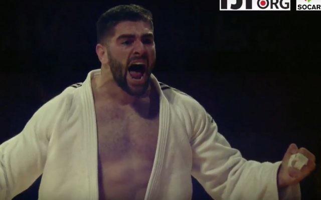 Le judoka israélien Peter Paltchik après avoir remporté la médaille de bronze au Grand Chelem d'Abu Dhabi, aux Emirats arabes unis, le 28 octobre 2017. (Crédit : capture d'écran YouTube)