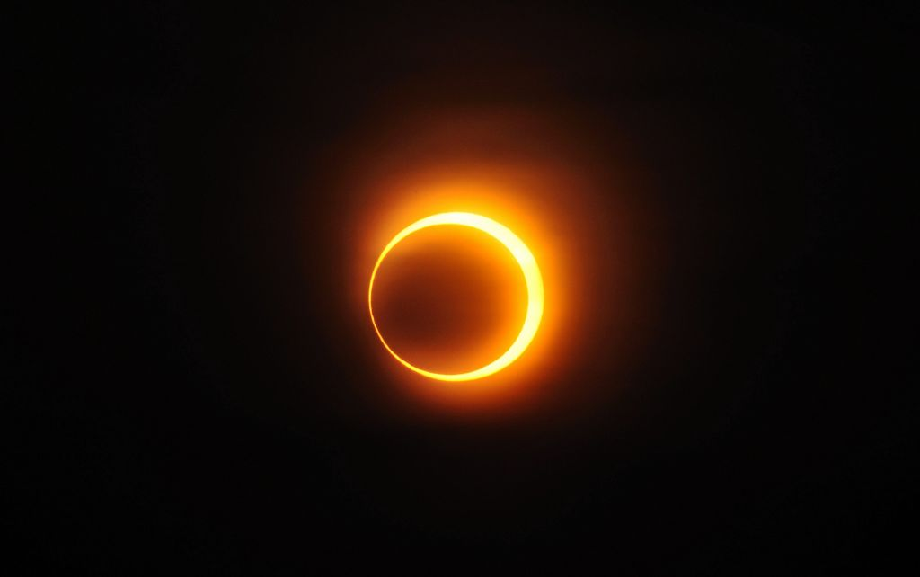 Une éclipse annulaire solaire à Jinan, dans la république de Chine, le 15 janvier 2010 (Crédit : CC BY-SA A013231, Wikimedia Commons)