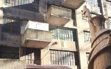 Une souccah sur un balcon d'un immeuble de Brooklyn. Illustration. (Crédit : CC BY-SA Richardrubin1, Wikimedia Commons)