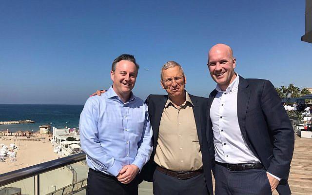 Robert Peterman, à gauche, vice-président du développement commercial global à la bourse de Toronto et à son département Venture Exchange; Yossi Boker, chef du développement commercial israélien et Brady Fletcher, directeur gestionnaire de TSX Venture à Tel Aviv, le 25 octobre 2017 (Crédit : Shoshanna Solomon/The Times of Israel)