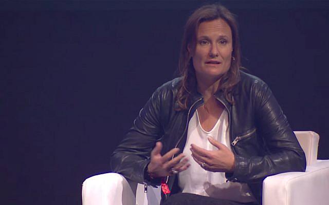 La directrice générale de Booking.com Gillian Tans (Capture d'écran : YouTube)