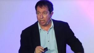Le professeur Yoav Yair donne un cours TEDx sue le changement climatique au mois de mai 2017 (Capture d'écran : YouTube)