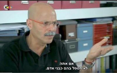 Yaron Blum, ancien cadre du Shin Bet, sur la Dixième chaîne, le 15 septembre 2015. (Crédit : capture d'écran YouTube)