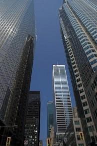 Des gratte-ciels dans le quartier des banques de Toronto (Crédit : s7media, iStock by Getty Images)