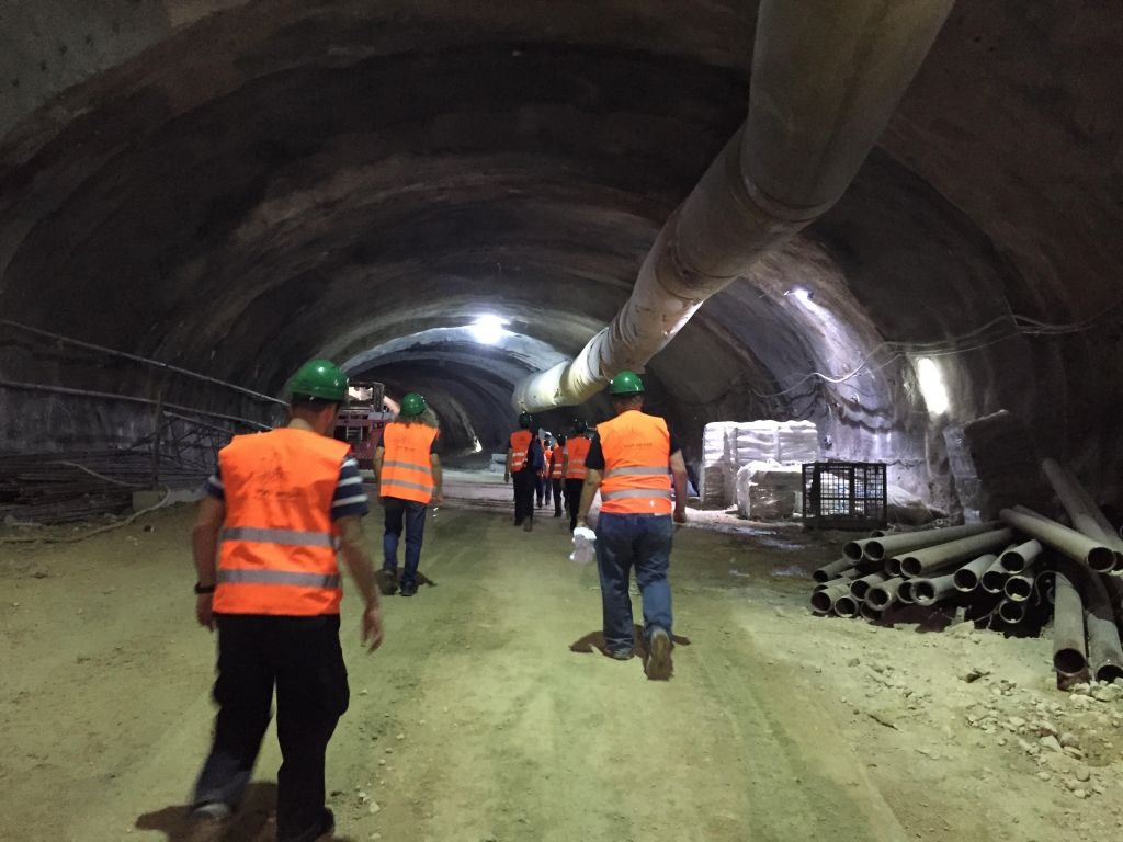 Les tunnels creusés sous le boulevard Shazar, où la circulation se fera depuis l'entrée de Jérusalem, le 27 octobre 2017 (Crédit : Equipe du Times of Israel)