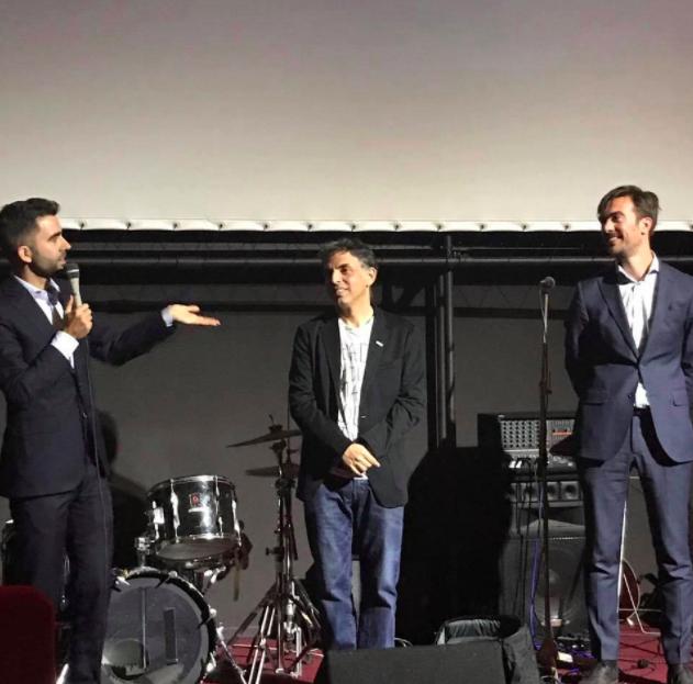"""Rutger Lemm (à gauche), Etgar Keret et Stéphane Kaas à la première de leur film en octobre 2017 (Crédit : Autorisation """"Etgar Keret : Basé sur une histoire vraie"""")"""