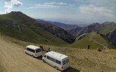 Vue des montagnes du Kirghizistan. Illustration. (Crédit : capture d'écran YouTUbe)