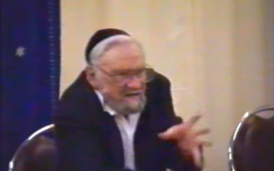 Capture d'écran d'une vidéo d'un cours du rav Léon Ashkenazi, dit Manitou (Crédit: capture d'écran Youtube)