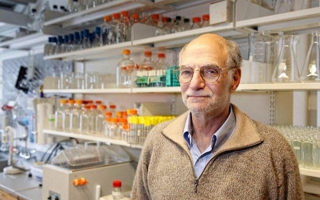 Michael Rosbash, professeur de biologie de l'université Brandeis et lauréat du Prix Nobel de médecine 2017. (Crédit : université Brandeis via JTA)