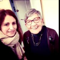 """Un selfie en guise d'au revoir entre Sophie Nahum, réalisatrice du documentaire """"Les Derniers"""" et Ginette, déportée à Birkenau (Crédit: capture d'écran Les Derniers)"""