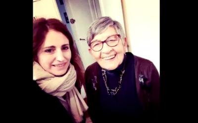 Un selfie en guise d'au revoir entre Sophie Nahum, réalisatrice du documentaire Les Derniers et Ginette, déportée à Birkenau (Crédit: capture d'écran Les Derniers)