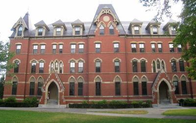 Un bâtiment de l'université de Tufts, dans la région de Boston. (Crédit : Wikimedia Commons via JTA)