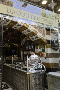 Une pâtisserie syrienne dans le quartier de Midan à Damas, en Syrie, le 11 septembre 2017 (Crédit : AFP PHOTO / LOUAI BESHARA)