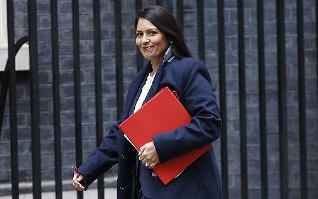 Le secrétaire chargée du développement international  Priti Patel arrive au 10 Downing Street pour la rencontre hebdomadaire du cabinet au centre de Londres le 31 octobre 2017 (Crédit : AFP PHOTO / Tolga AKMEN)