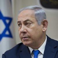 Le Premier ministre Benjamin Netanyahu préside la réunion hebdomadaire du cabinet à son bureau à Jérusalem le 7 novembre 2017 (Crédit : AFP PHOTO / POOL / Ariel Schalit)