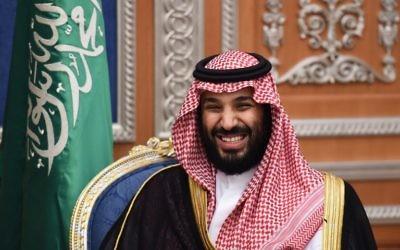 Le prince héritier saoudien Mohammed bin Salman assiste à une réunion avec le patriarche chrétien maronite du Liban le 14 novembre 2017 à Ryad. (Crédit : AFP / Fayez Nureldine)