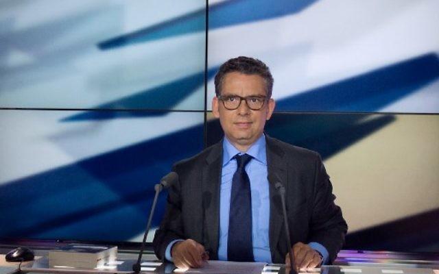 Frederic Haziza, le 14 mai 2013 sur LCP. Il est accusé d'avoir harcelé sexuellement la journaliste française Astrid Villaines, qui a déposé plainte  (Crédit: AFP/MARTIN BUREAU)