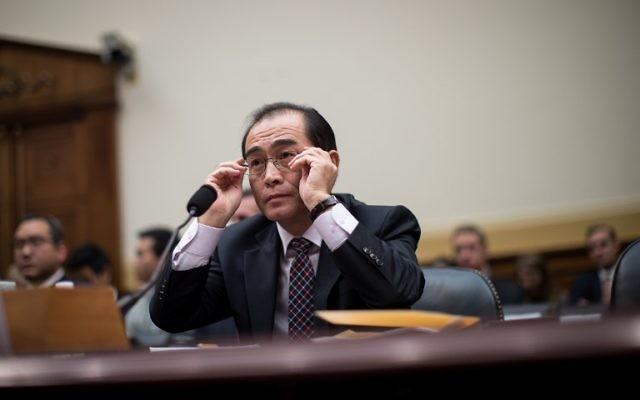 Thae Yong-ho, ancien chef de mission de l'ambassade nord-coréenne au Royaume Uni, est entendu par la commission des Affaires étrangères de la Chambre des représentants., le 1 novembre 2017, à n Washington, DC. (Crédit :Drew Angerer/Getty Images)