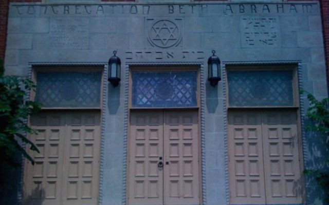 La synagogue Beth Abraham à Auburn, dans le Maine (Crédit : Aliki Barnstone/Facebook via JTA)