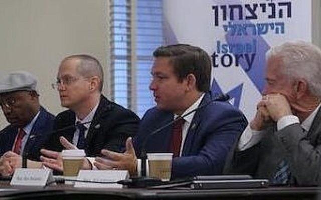 """Les députés israéliens Oded Forer et Avraham Neguise avec les membres du Congrès Ron DeSantis (Floride) et Bill Johnson (Ohio) au Capitol Hill, le 16 novembre, pour annoncer """"des principes conjoints"""" pour mettre fin au conflit israélo-palestinien. (Autorisation)"""